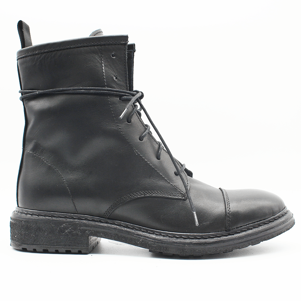 TR1001 Low Boot in black.