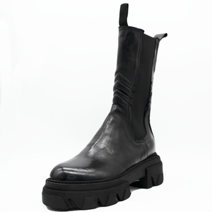 TR1011 BOOTS IN BLACK.