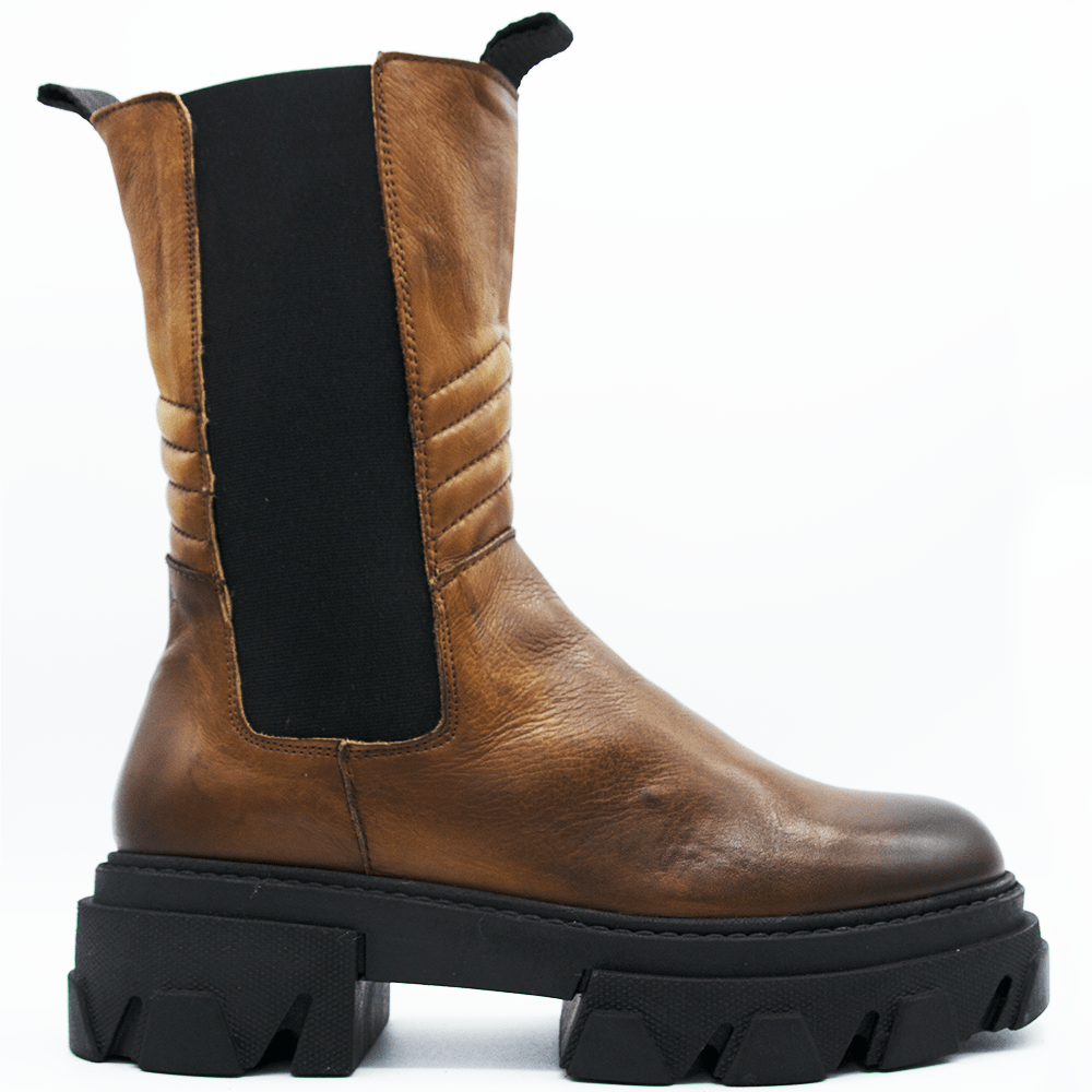 TR1011 BOOTS IN WASHED COGNAC LAMB.