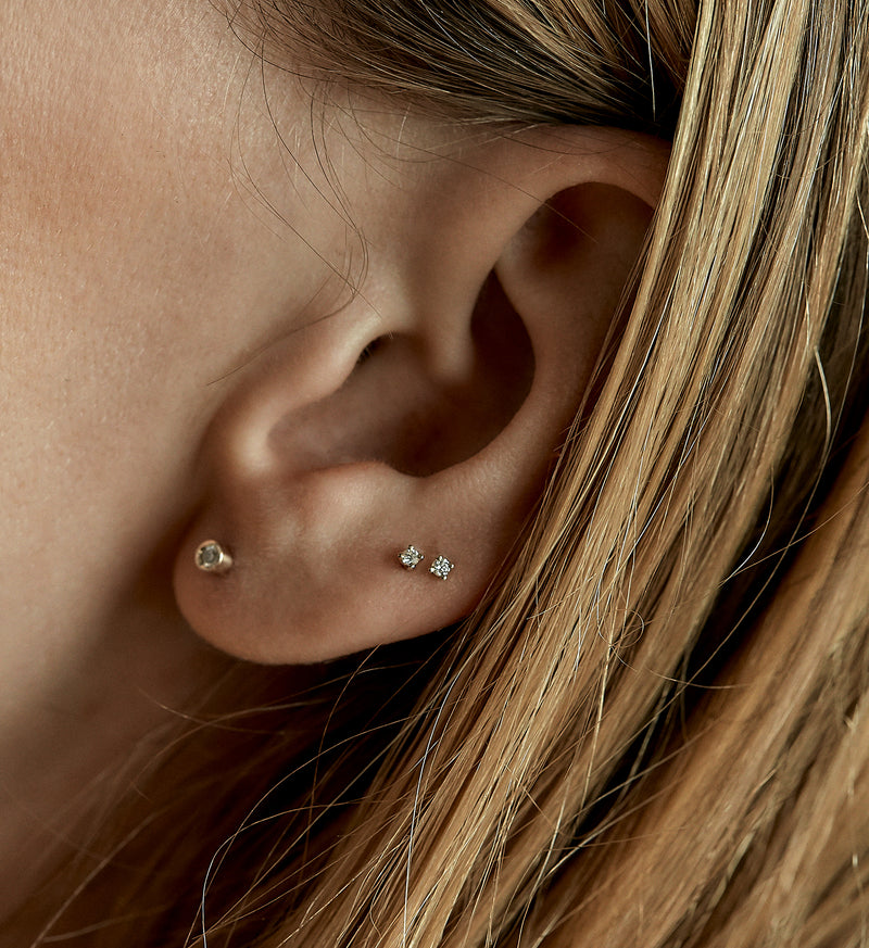 Tiny Diamond Stud 0.02 in 14K Gold - Single