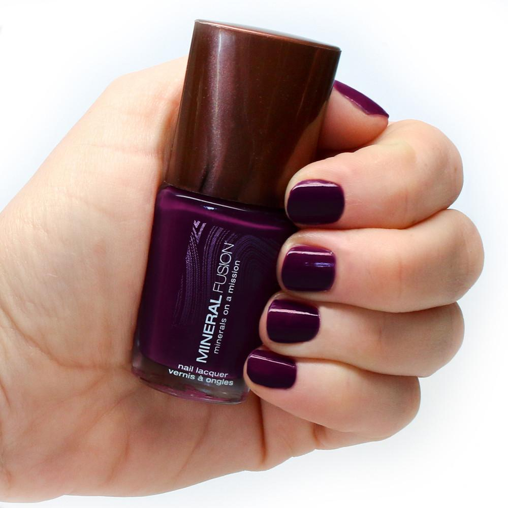 vImage|Amethyst|Amethyst on nails