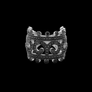 OC Tales 18K White Gold Arabesque Ring with Black Diamonds