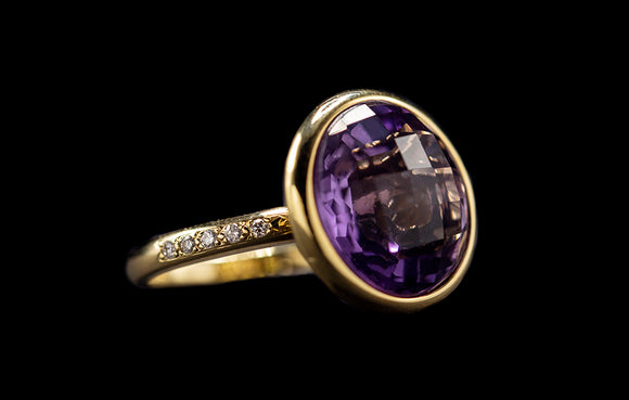 OC Vintage 18K Yellow Gold Ring with Purple Amethyst and White Diamonds