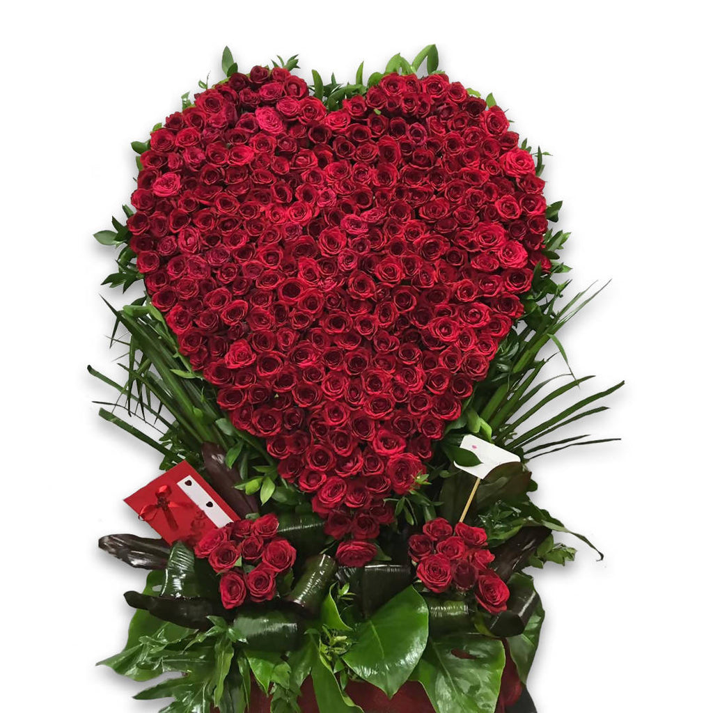A 500 Red Roses Heart