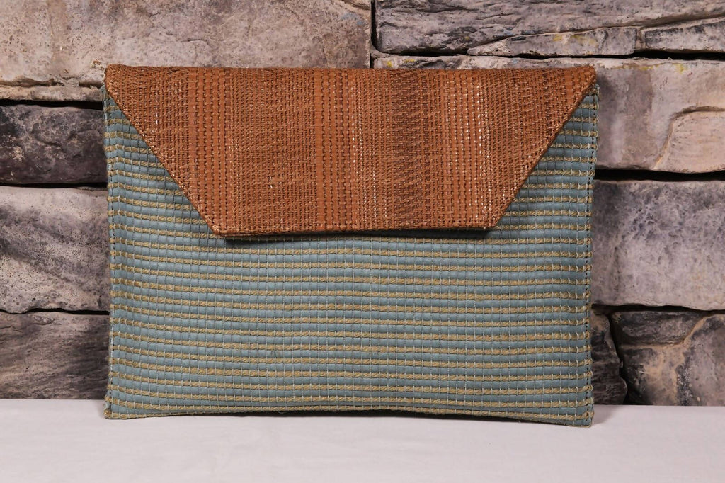 Clutch - Blue straw textile