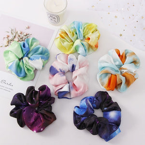 Six tri-colored scrunchies