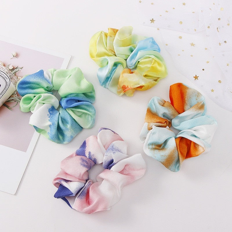 Four tri-colored scrunchies