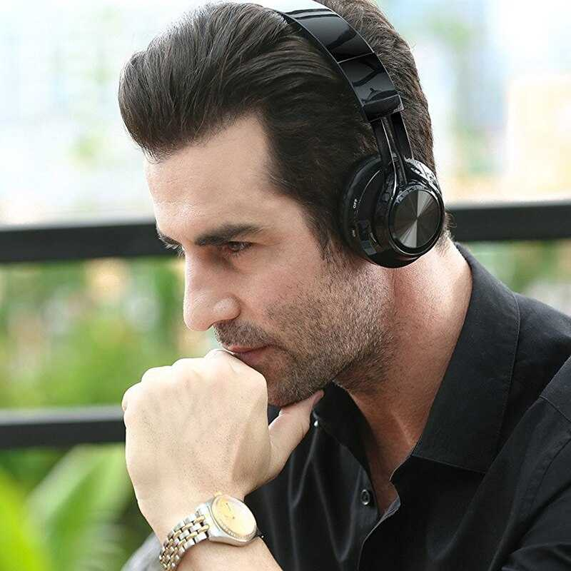 Man wearing black headphone