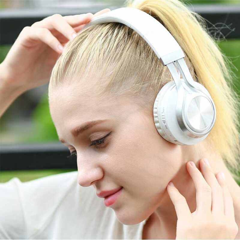 Woman wearing white headphone