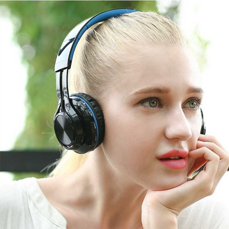 Woman wearing black headphones powered by bluetooth