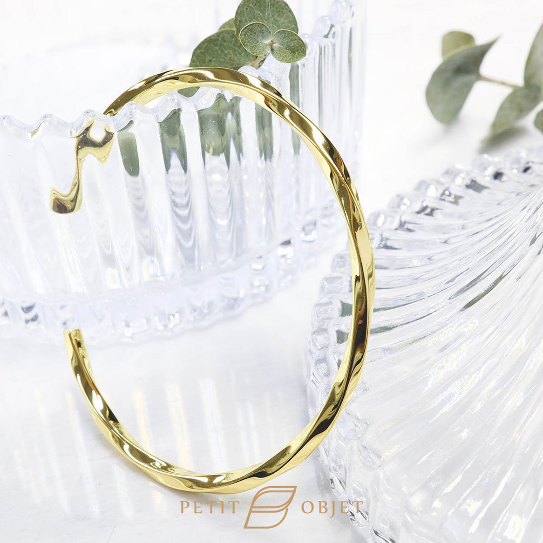 Twisted triangle bangle in gold