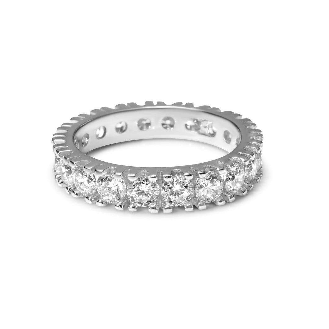 Diamonds set in sculpted shared prongs ring