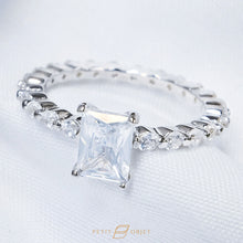 Load image into Gallery viewer, Classic Feminine Diamond R036