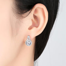 Load image into Gallery viewer, round diamond earrings in Vintage design