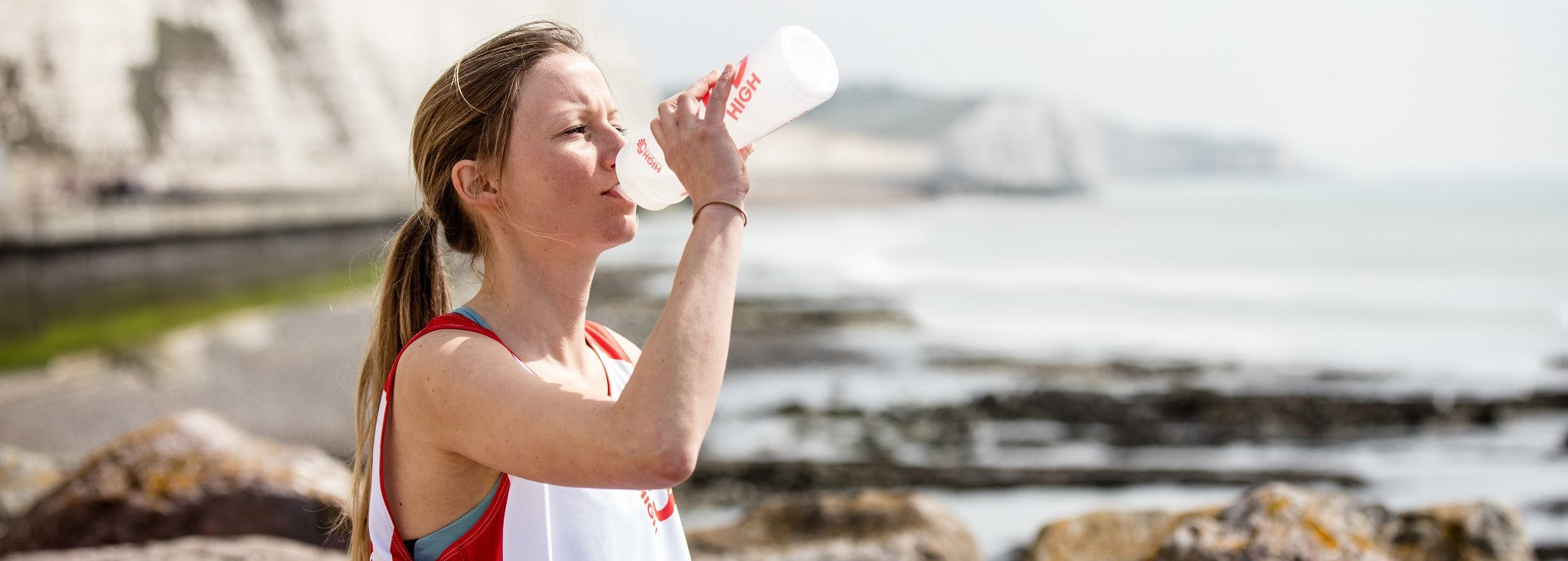 Runner drinking from HIGH5 waterbottle