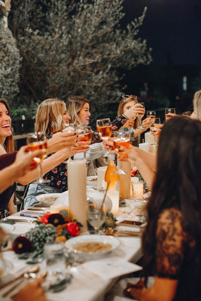 5 Tips To Host Like A Pro This Thanksgiving