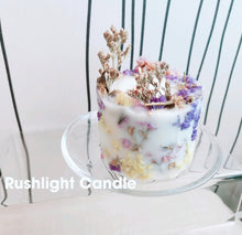 Load image into Gallery viewer, Floral candle