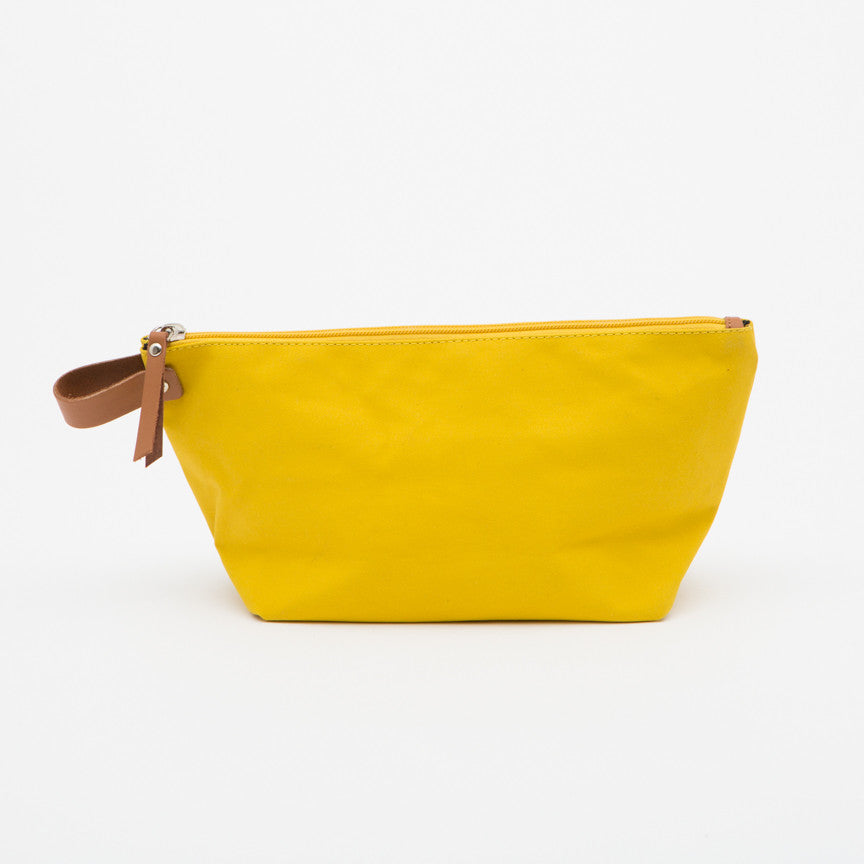 Sandqvist Cleo Washbag in Yellow
