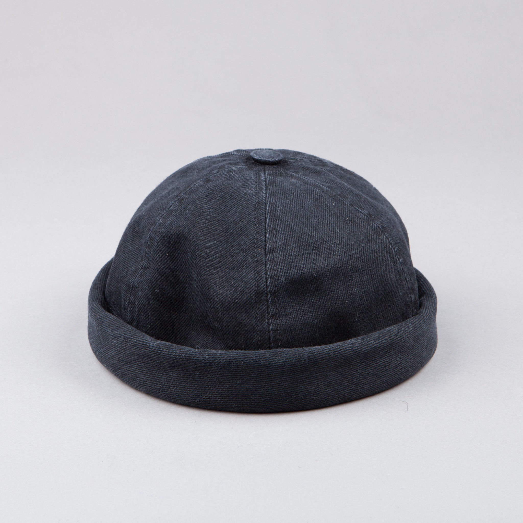 Béton Ciré Miki Hat in Washed Black