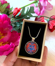 Load image into Gallery viewer, Seahorse Pendant Necklace