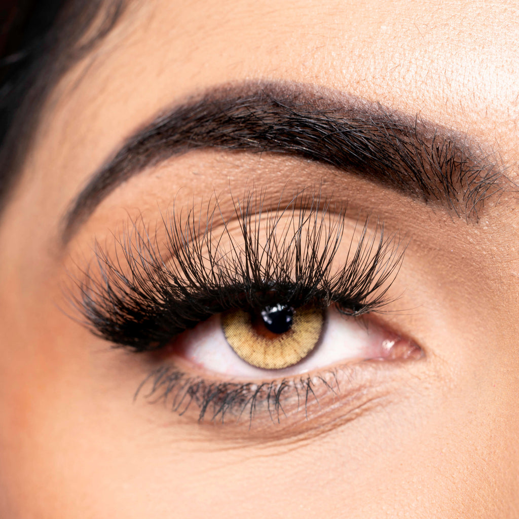 How To Apply Strips False Eyelashes [Guide]