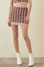 Load image into Gallery viewer, Jumbo Houndstooth Print Crop Top