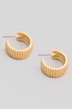 Load image into Gallery viewer, Ribbed Band Hoop Earrings