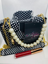 Load image into Gallery viewer, Clutch My Pearls Handbag