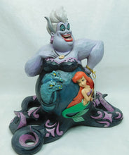 Laden Sie das Bild in den Galerie-Viewer, Disney Enesco Traditions Figur Jim Shore : Arielle die Meerjunfrau Ursula Hexe