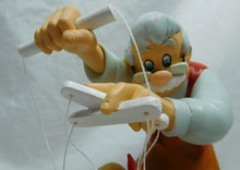 Laden Sie das Bild in den Galerie-Viewer, Enesco Disney Figur Enchanting : Pinocchio A29296
