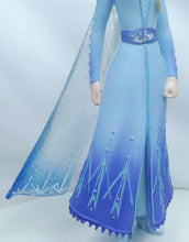 Laden Sie das Bild in den Galerie-Viewer, Disney Enesco Showcase Live Action Elsa aus Eiskönigin II Frozen 6005683