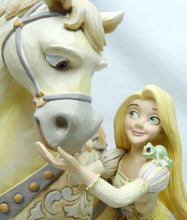Laden Sie das Bild in den Galerie-Viewer, Disney Enesco Traditions Figur Jim Shore : Rapunzel & Maximus White Woodland