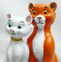 Laden Sie das Bild in den Galerie-Viewer, Disney Widdop Figur How Romantic : Aristocats Duchese & Thomas O` Malley