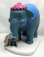 Laden Sie das Bild in den Galerie-Viewer, Disney Classic Figur WIDDOP Magical Moments : Dumbo &  Miss Jumbo Mama
