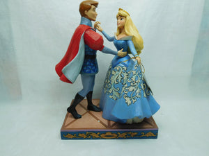 Disney Enesco Traditions Jim Shore Aurora & Prinz ein Tanz Swept up the moment 4059733