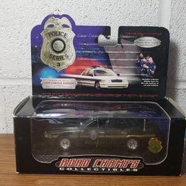 1/43rd scale Vermont State Police 1999 Ford Crown Victoria (In box with pin)