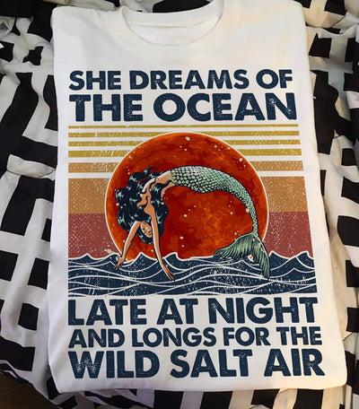 She Dreams Of The Ocean Late Night And Longs For The Wild Salt Air Cotton T-Shirt - Dreameris