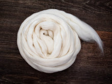Load image into Gallery viewer, Targhee Wool (4oz) | Combed Top / Roving for Spinning and Felting