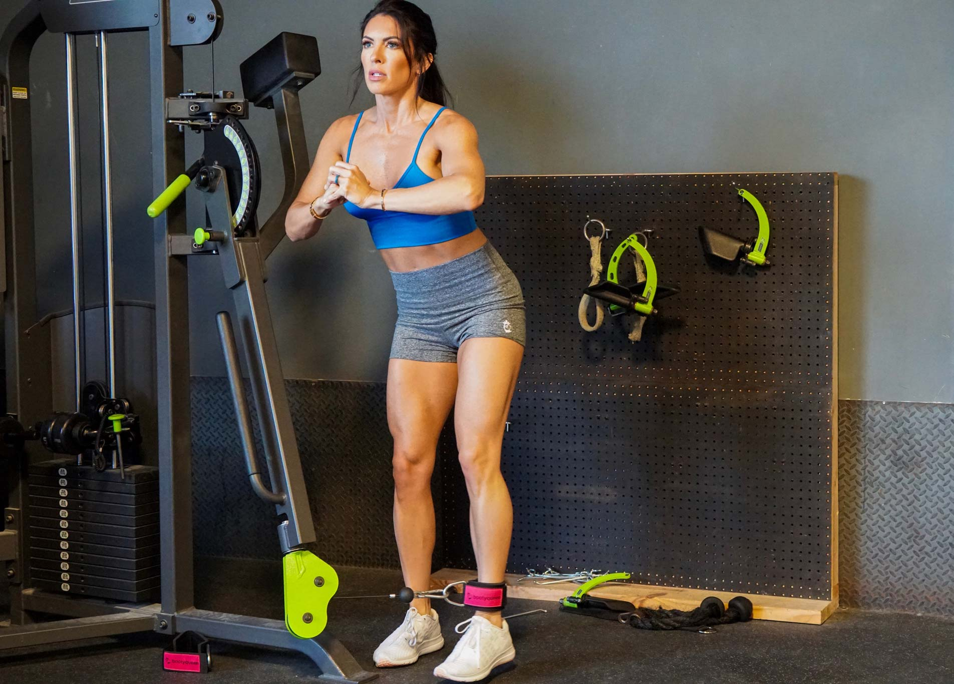 Hotel Workouts for On-the-Go Girls | Side Lunges