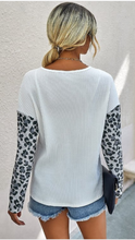 Load image into Gallery viewer, Loose Fit Leopard Print Top