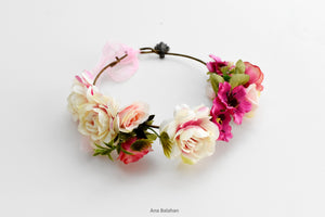 Flower girl wedding wreath