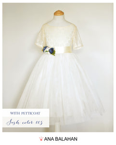 Fantastic flower girl dress with an underskirt petticoat looks way better