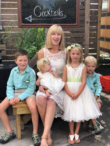 Mum with four kids on a wedding