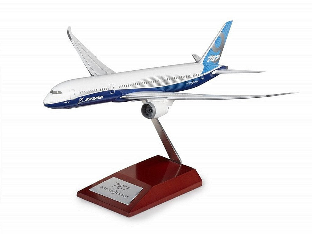 Boeing 787-9 Dreamliner Plastic 1:200 Model