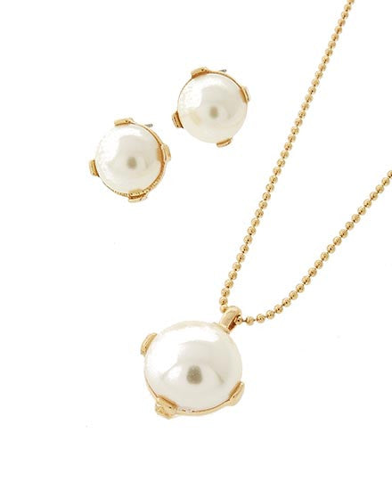 Solitary Pearl Necklace in a Gold Setting