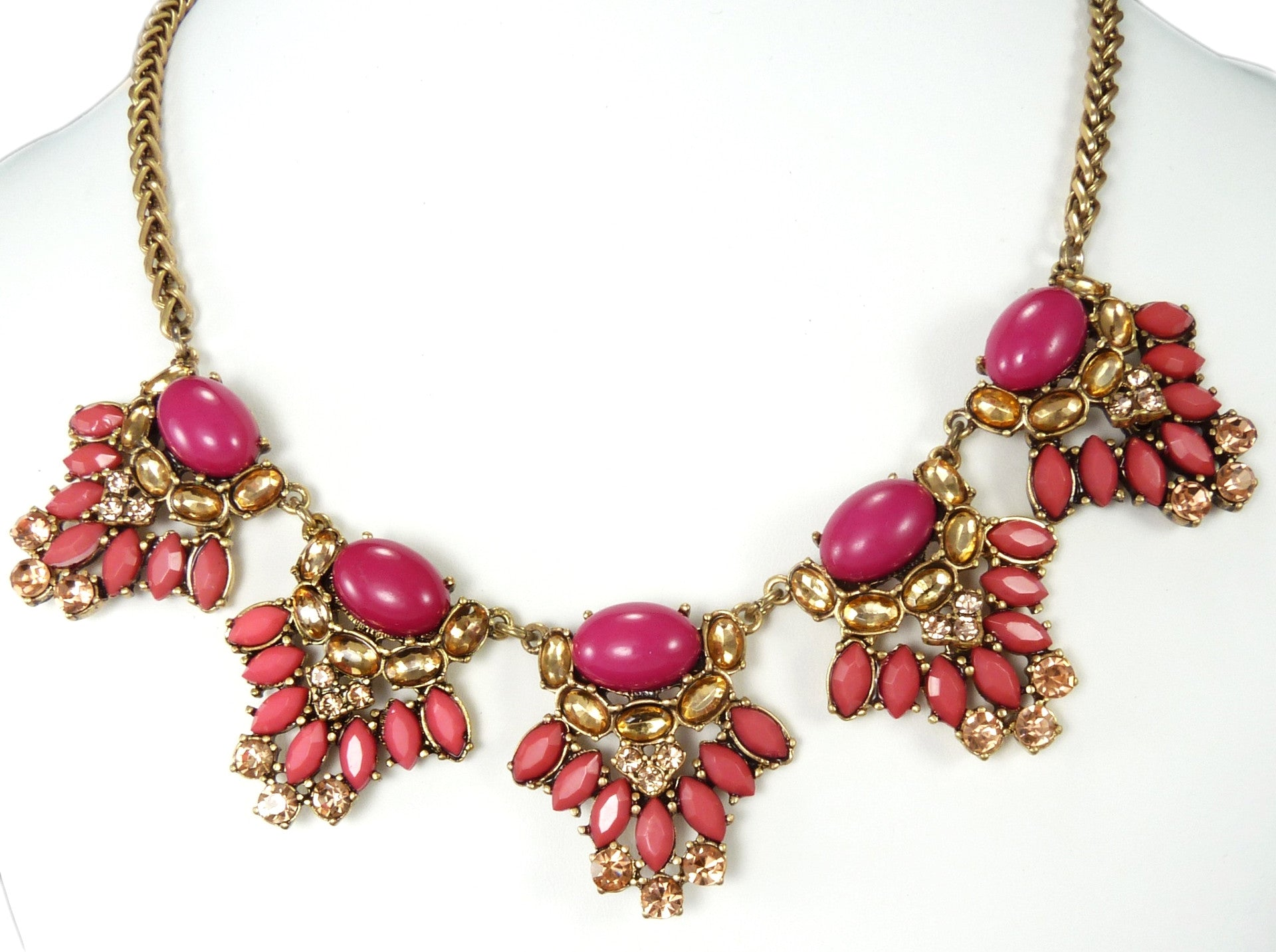 Pink Glamour Necklace Vanett $20