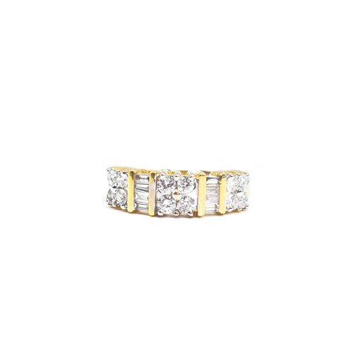 14K Gold Ring with 1.0ct of Round and Baguette Cut Diamonds