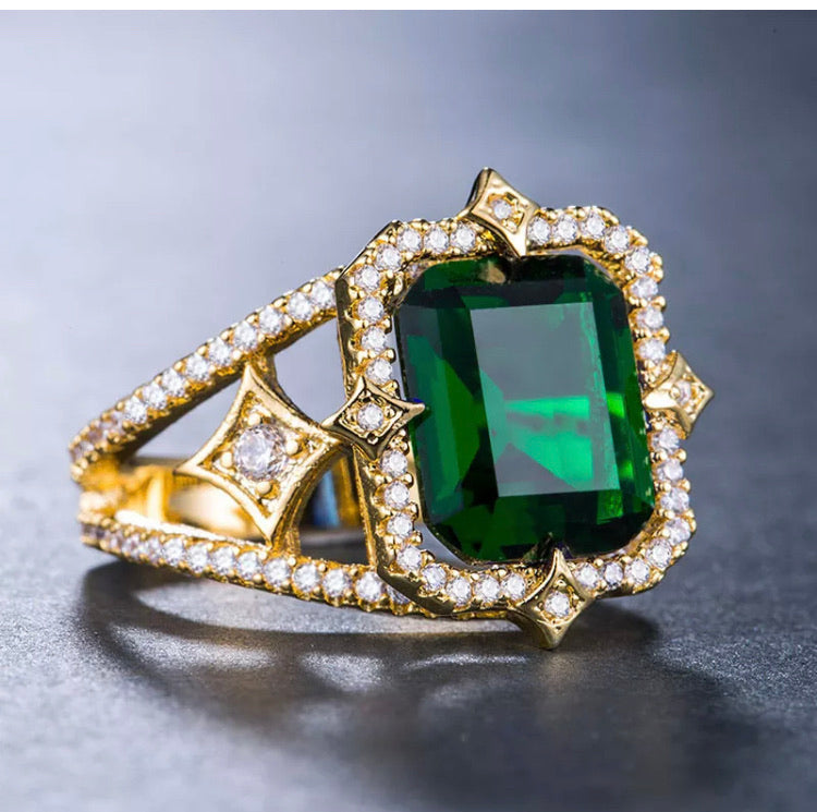 Queen Emerald Cocktail Ring
