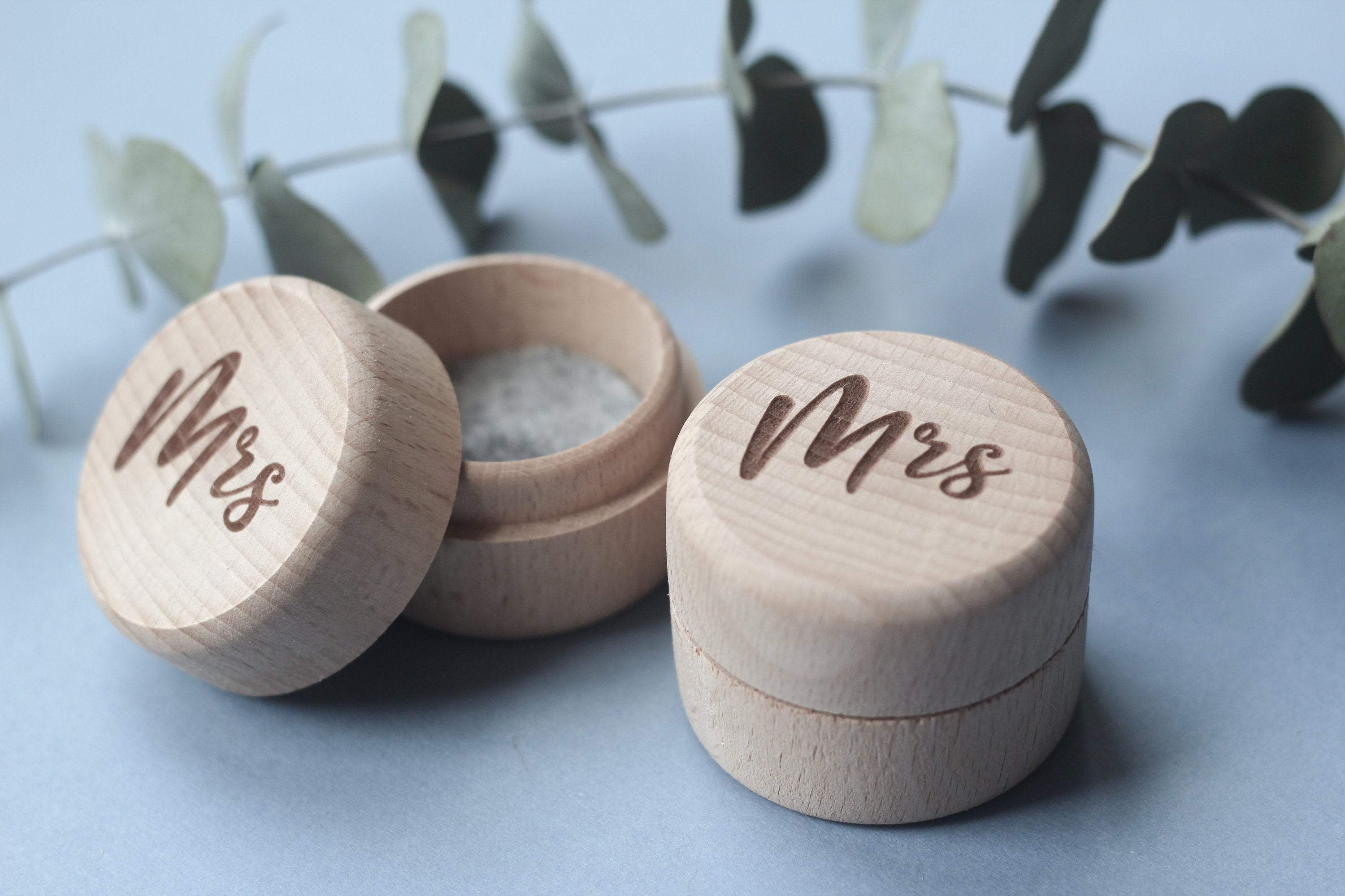 fira-site - Wooden Mr and Mrs Wedding Ring Box Set