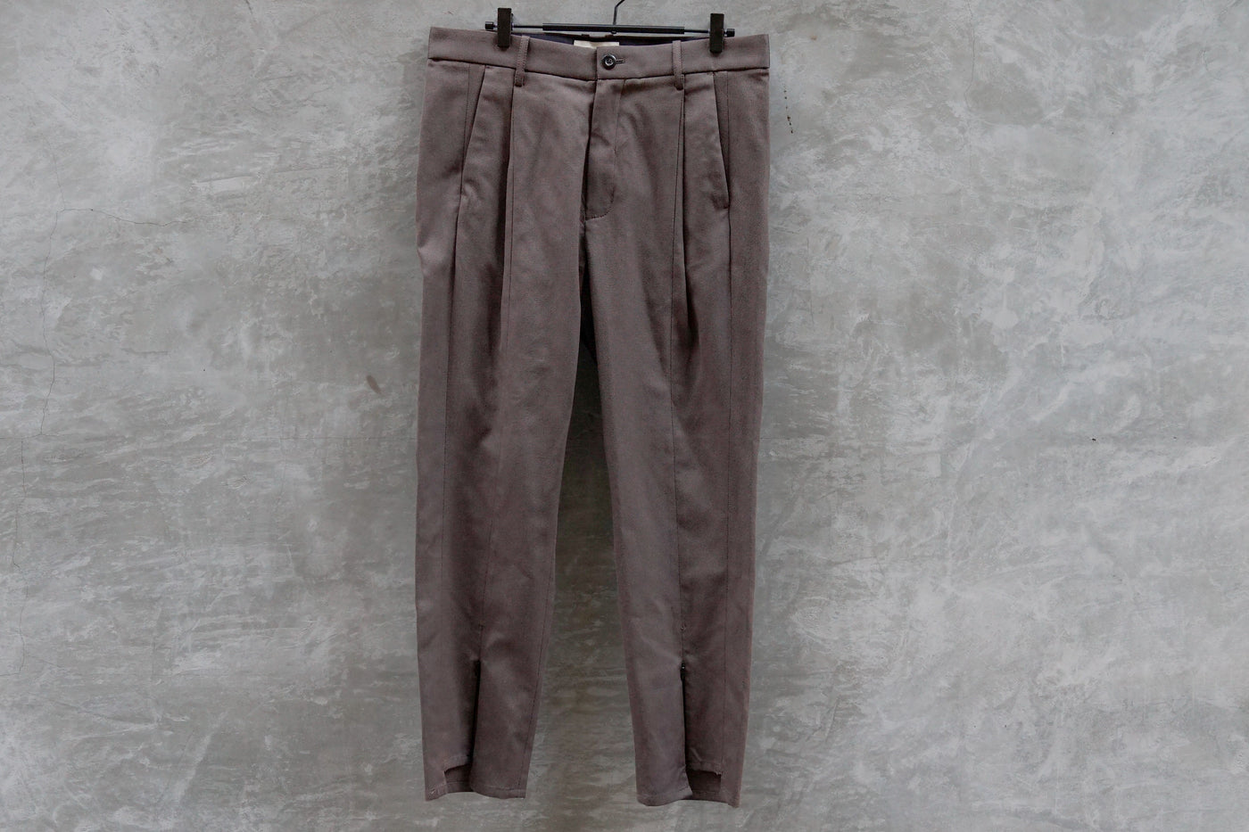 Jieda Switching Tuck Slacks Dark Grey - OKURA